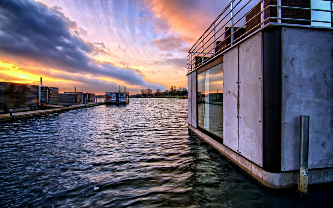 HT Houseboats domki na wodzie